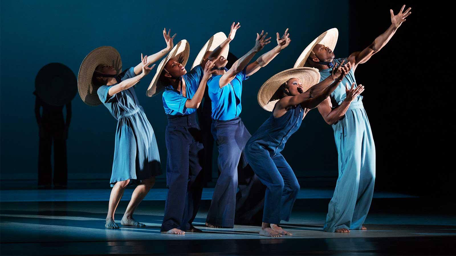 analyse the choreographic style of alvin Alvin ailey was a popular african-american choreographer of the 20th century check out this biography to know about his childhood, family life, achievements and other facts related to his life.