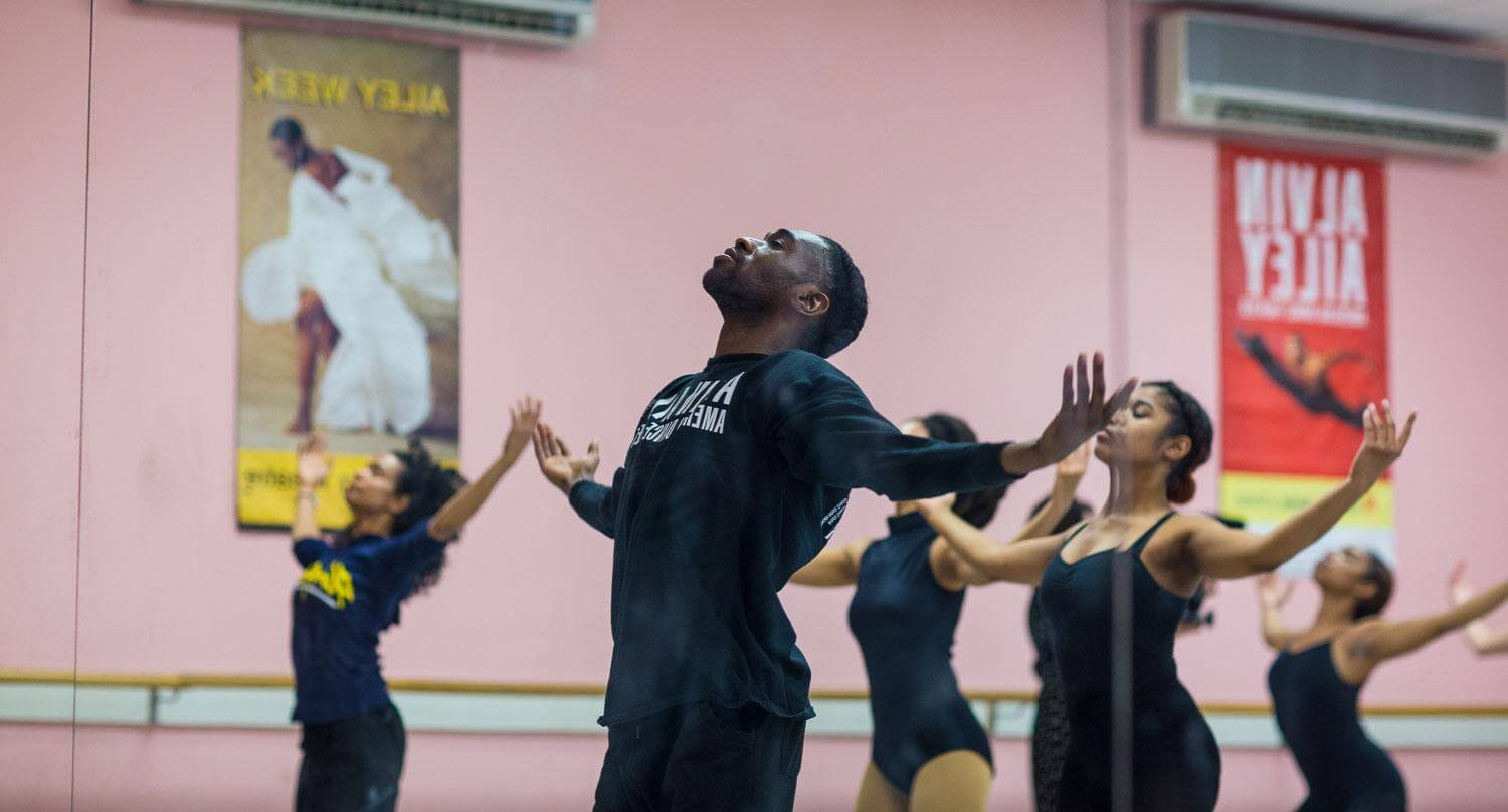 Chalvar Monteiro leads students in a residency workshop, photo by Robert Torres